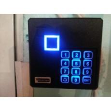 Самостоятелен терминал за управление на врата с електрическа брава